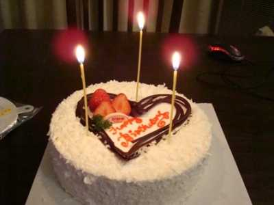 真?#30423;?#20154;过生日图片 生日蛋糕图片真实拍摄-